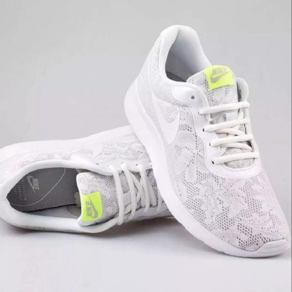 Nike Nib Women Size 7 White Floral